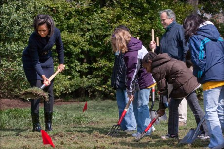 Michelle_Obama_breaks_ground_on_White_House_Kitchen_Garden_3-20-09_1-via-wikipedia